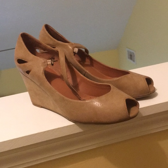 Nicole Shoes - Lovely wedged shoes